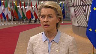 """Ursula von der Leyen promet une """"réponse forte"""""""