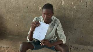 Mozambique: Drawings and puppet shows to forget the war