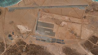 السعودية نيوز |      ما قصة القاعدة الجوية الغامضة التي بنيت في جزيرة بركانية يمنية؟