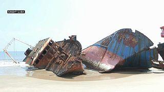 Angola : le cimetière de bateaux de Santiago