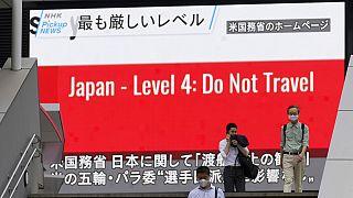 Η ταξιδιωτική οδηγία των ΗΠΑ σε οθόνη στην Ιαπωνία
