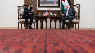 Le secrétaire d'Etat américain Antony Blinken discute avec le président palestinien Mahmoud Abbas, le 25 mai 2021