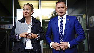 Alice Weidel és Tino Chrupalla a berlini sajtótájékoztatón