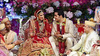 Hindistan'da düzenlenen geleneksel bir düğün töreni.