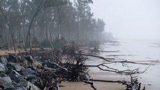 """شاهد: إجلاء قرابة مليوني شخص بسبب إعصار """"ياس"""" في الهند"""
