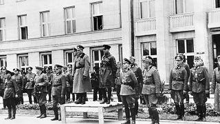 Немецкий генерал Хайнц Гудериан и советский комбриг Семён Кривошеин принимают парад Вермахта и Красной армии в оккупированном Брест-Литовске 22 сентября 1939