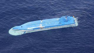 """Перевернувшееся японское судно после столкновения с российским """"Амуром"""""""