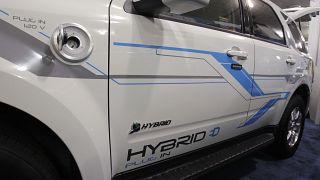 یک خودروی پلاگین هیبریدی