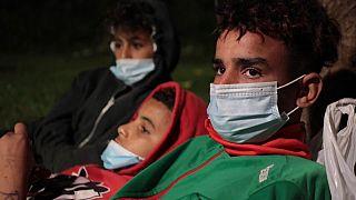 Több tucat kiskorú menekült bujkál a hatóságok elől Ceuta utcáin