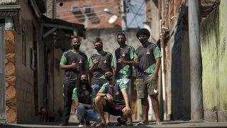 A equipa da AfroGames, em plena favela