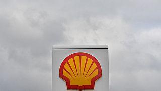 Hollanda'da bir mahkeme petrol devi Shell'in karbondioksit oranlarını düşürmesine hükmetti
