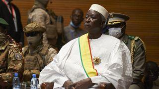 الرئيس الانتقالي لمالي باه نداو خلال حفل تنصيبه في المركز الدولي للمؤتمرات في باماكو في مالي - أرشيف.