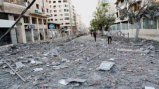 """ذكرت وكالة الأنباء القطرية الحكومية أنّ المبلغ سيُخصّص """"للمساهمة في إعادة إعمار المرافق الخدمية في القطاع لا سيما في قطاعات الصحة والتعليم والكهرباء"""""""