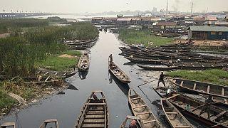 Nijerya'da nehirden balıkçı tekneleri/Arşiv