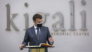 ماکرون در مقر یادبود کیگالی
