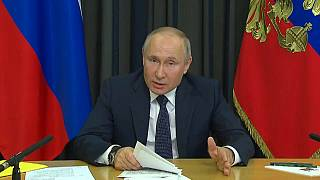Владимир Путин на экономическом совещании обращается к россиянам