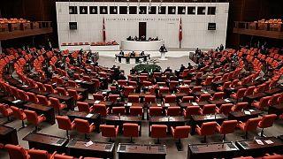AK Parti'nin teklif ettiği Ceza ve Güvenlik tedbirleri kanun teklifine muhalefet partileri tepki gösterdi.