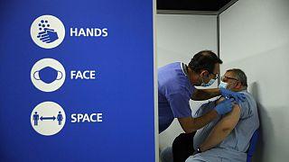 İngiltre etkin bir aşılama kampanyası yürütüyor