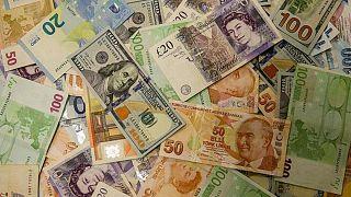 Dolar, Euro, Sterlin ve Türk Lirası para birimleri