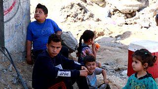 کودکان در آوار ساختمانهای تخریب شده در اثر بمباران در غزه