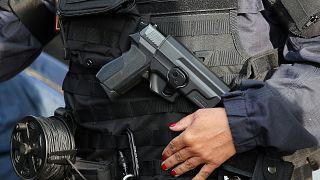 شرطية فرنسية خلال قمة الدول الصناعية السبع في 2019 (أرشيف)