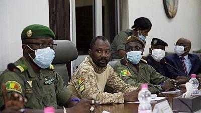 Mali : le colonel Goïta réunit monde politique et société civile
