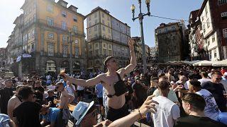 Fans in Porto