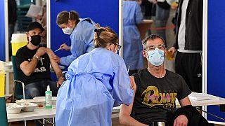 شركات ألمانية تعرض اللقاح ضد فيروس كورونا على موظفيها في مطاعمها