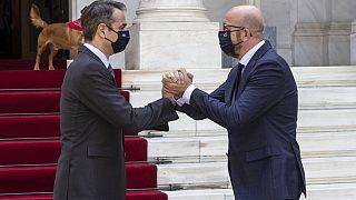 Avrupa Birliği (AB) Konseyi Başkanı Charles Michel (sağda), Yunanistan Başbakanı Kiryakos Miçotakis (solda) ile görüştü.