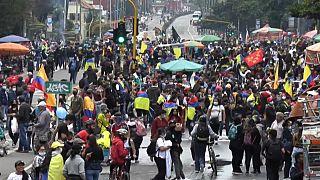 Kivezényelték a hadsereget is a tüntetők ellen Kolumbiában