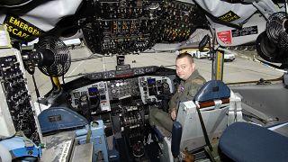 طائرة مراقبة أمريكية في قاعدة جوية عسكرية في جمهورية التشيك. 2007/07/31
