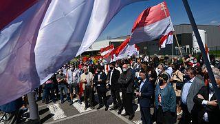 Fransa'da bölgesel dilde eğitim için binlerce kişi gösteri düzenledi