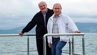 Poutine reçoit Loukachenko à Sotchi, manifestations contre le régime bélarusse en Lituanie