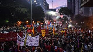 Brésil : des dizaines de milliers de personnes manifestent contre Jair Bolsonaro