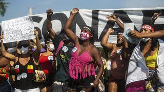 Tízezrek vonultak utcára szombaton Jair Bolsonaro ellen Brazíliában