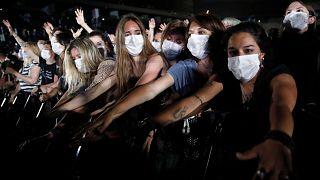 Paris'te 5 bin kişilik Covid konseri