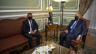وزير الخارجية المصري سامح شكري (على اليمين) يستقبل نظيره الإسرائيلي غابي أشكينازي في القاهرة. 2021/05/30