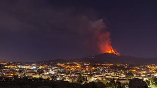 جبل إيتنا يثور للمرة 17 منذ منتصف فبراير الماضي في صيقلية جنوبي إيطاليا. 2021/02/16
