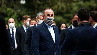 وزيرالخارجية التركي مولود جاويش أوغلو في بلدة كوموتيني، شمال شرق اليونان، الأحد 30 أيار/مايو 2021