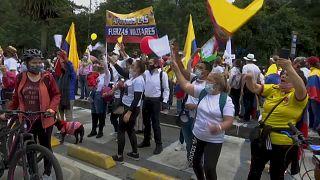 Los manifestantes de la derecha colombiana mostraron su apoyo a policías y militares