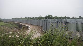 Yunanistan Meriç nehri boyunca çelik duvar inşa etti