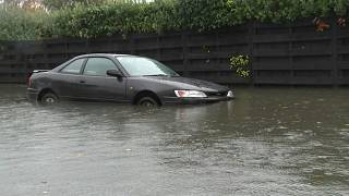 تصاویر هوایی از سیل در نیوزیلند؛ خودروهای واژگون شده و خانههای آبگرفته