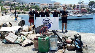 Η ομάδα εθελοντών δυτών της οργάνωσης We Dive We Clean στην Κεφαλονιά