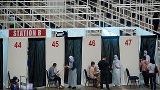 افتتاح مركز نطعيم كبير ضد كوفيد-19 في ماليزيا
