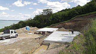 Építkezés a Tihanyi-félszigeten
