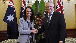 Yeni Zelanda Başbakanı Jacinda Ardern, (sol), Avustralya Başbakanı Scott Morrison