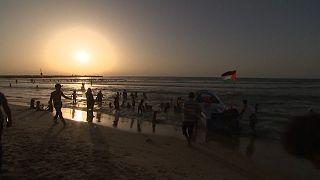 Gaza : bain de mer pour oublier la guerre
