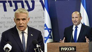 İsrail Yesh Atid lideri Yair Lapid (sol), Yamina Partisi lideri Naftali Bennnett