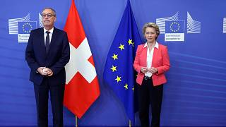La presidente de la Comisión Europea Ursula Von der Leyen, y el presidente suizo Guy Parmelin en una cumbre en abril