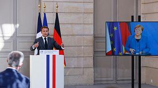 الرئيس الفرنسي إيمانويل ماكرون في مؤتمر صحفي مشترك مع المستشارة الألمانية أنجيلا ميركل في مؤتمر بالفيديو للمجلس الوزاري الألماني الفرنسي الثاني والعشرين،  باريس،  31 مايو 2021